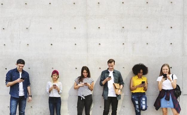 millennials-jeunes-adultes-connectes